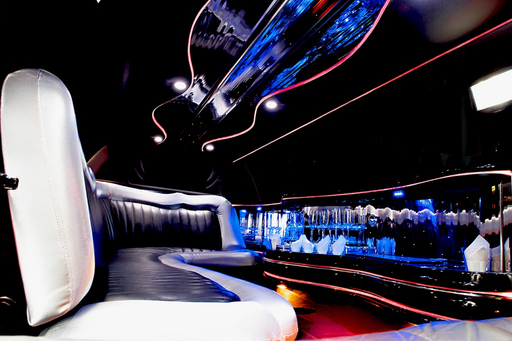 Lincoln Town Car neustes Model modern Stretchlimousine weiss verleih Limousinenservice Wuppertal vermietung