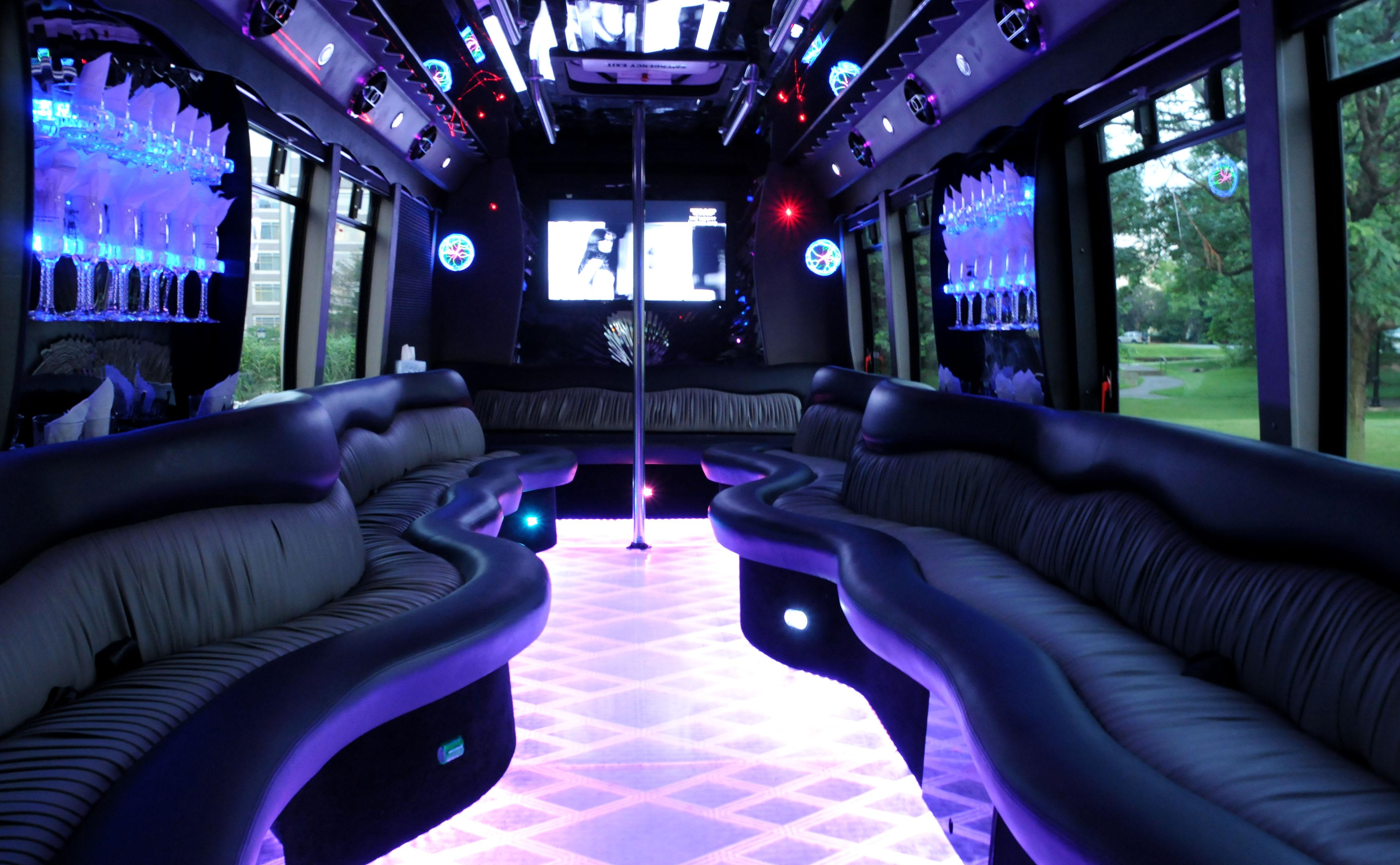 partybus f r partyspass pur   stretchlimousinen partybus