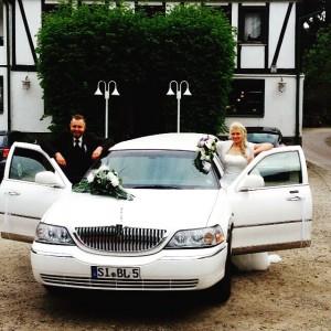 Hochzeit weisse Stretchlimousine Lincoln weiss modern elegant Lennestadt Limousinenservice vermietung Altenhundem Olpe