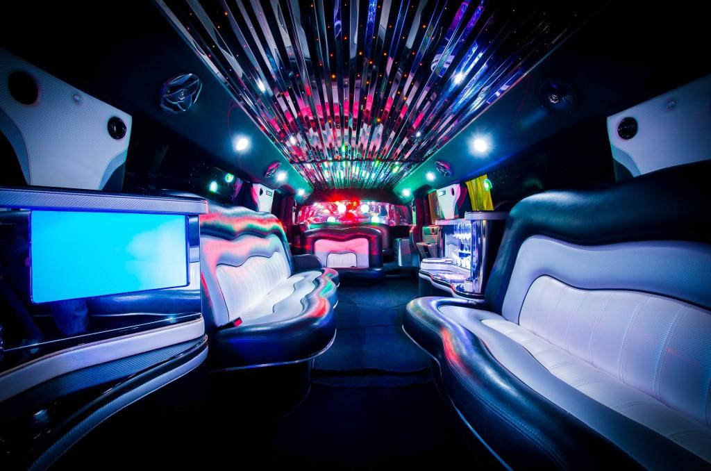 Hummer H2 Stripperin gogo Tanzstange Partybus 12 Personen in Duisburg mieten