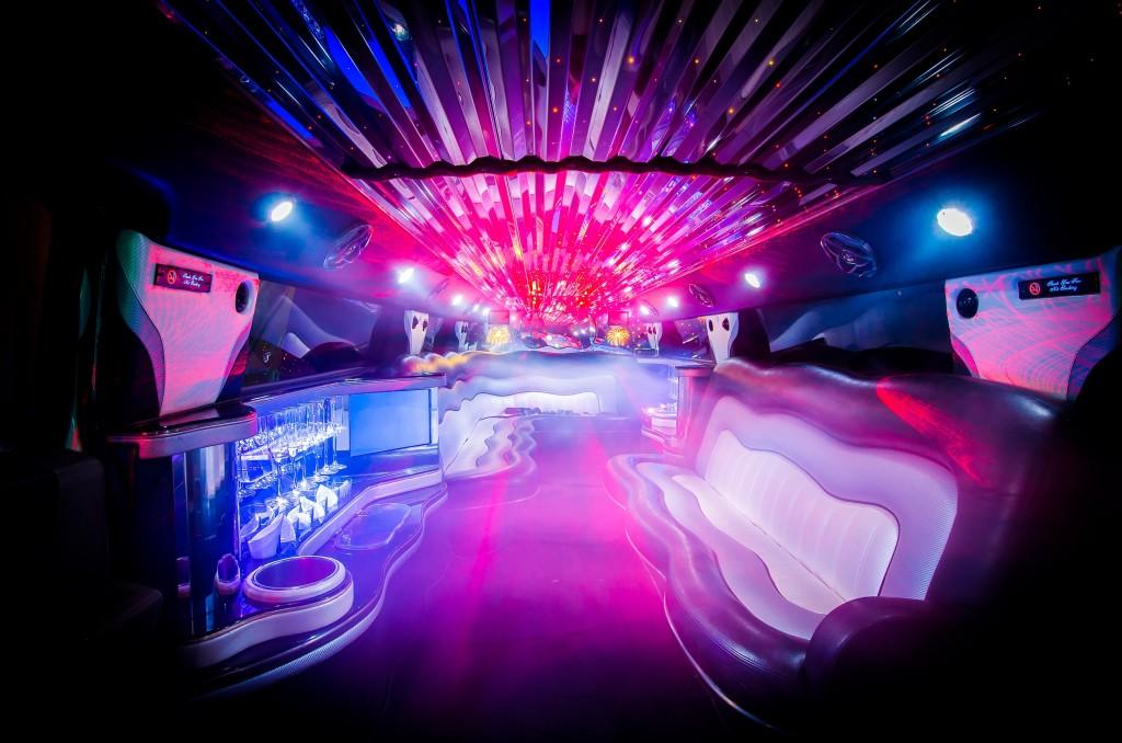 Innenraum Hummer H1 Stretchlimousine Partybus Tanzstange Stripper 10 Personen